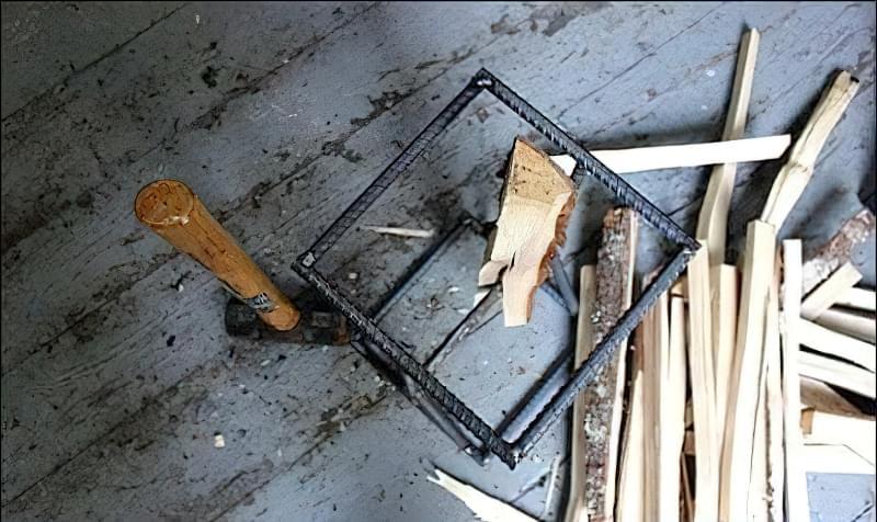 Простий колун для дров своїми руками з арматури 12