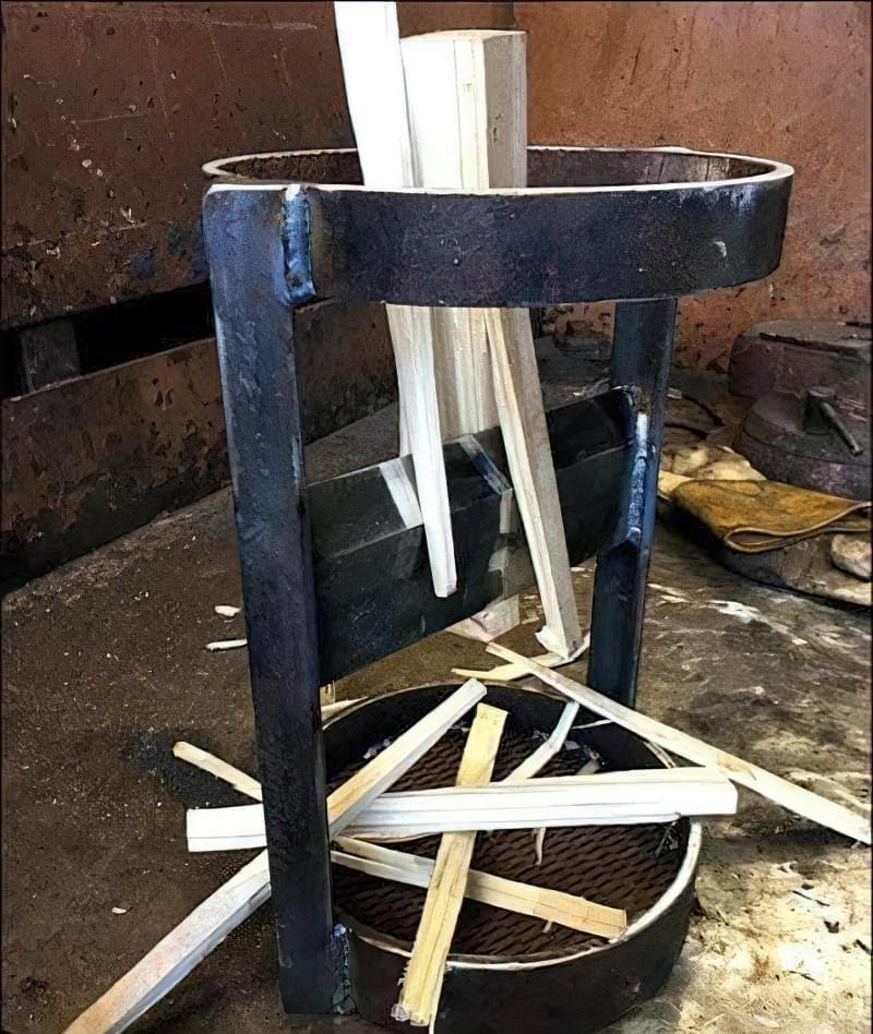 Простий колун для дров своїми руками з арматури 14