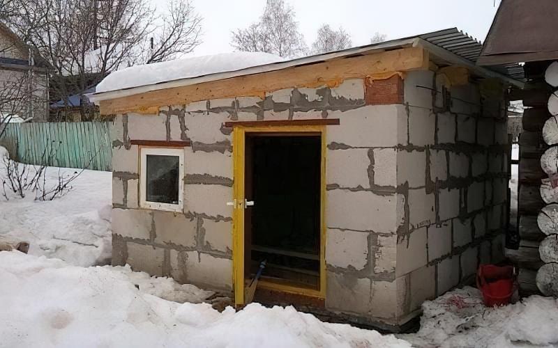 Спорудження зимового курника: планування, утеплення, обігрів 2