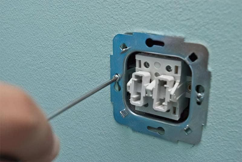 Як правильно підключити вимикач світла 11