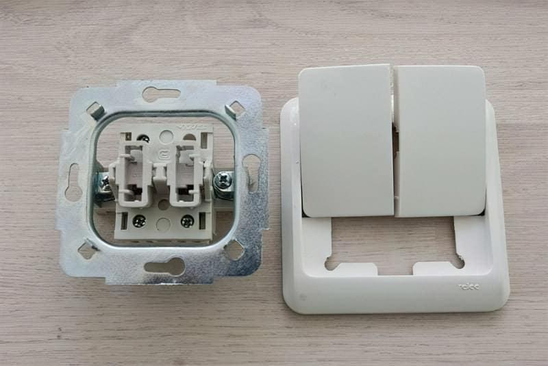 Розібраний вимикач