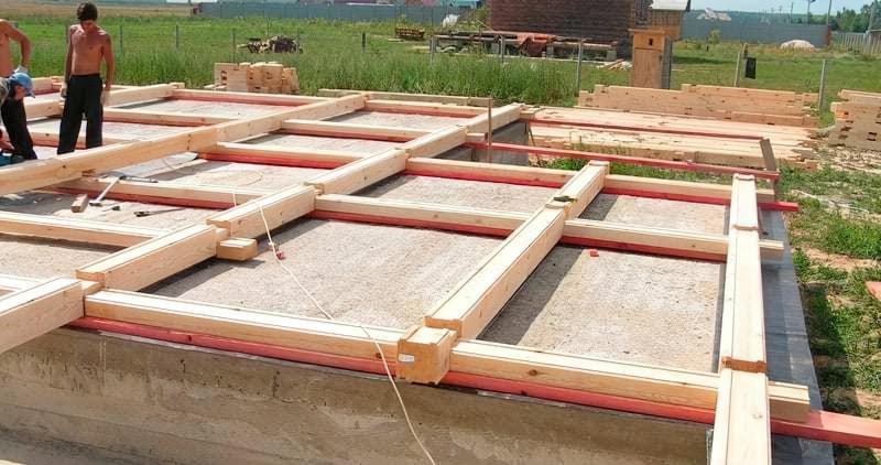 Плитний фундамент для будинку з дерева