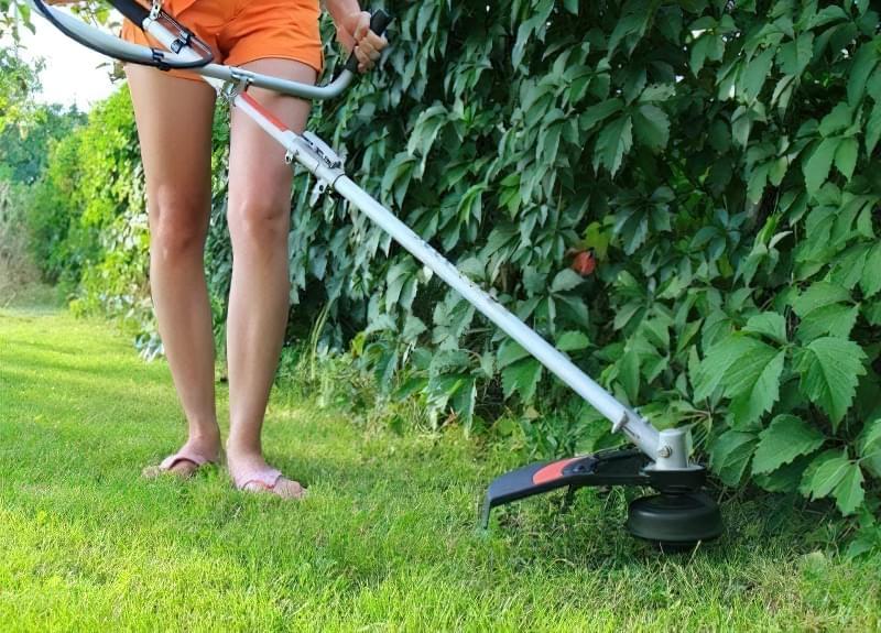 Стрижка газону і догляд за кромкою 3