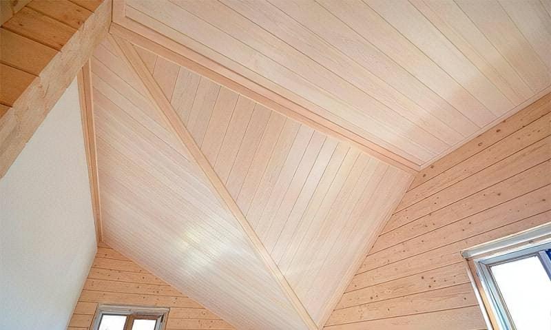 Чим обробити стелю в дерев'яному будинку – огляд матеріалів 2