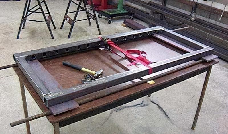 Виготовлення зварювального столу своїми руками 4