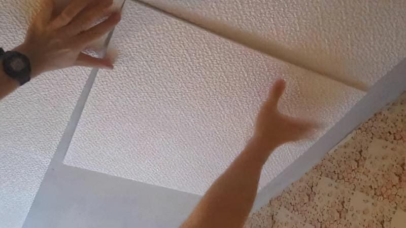 Як клеїти стельову плитку з пінопласту 6