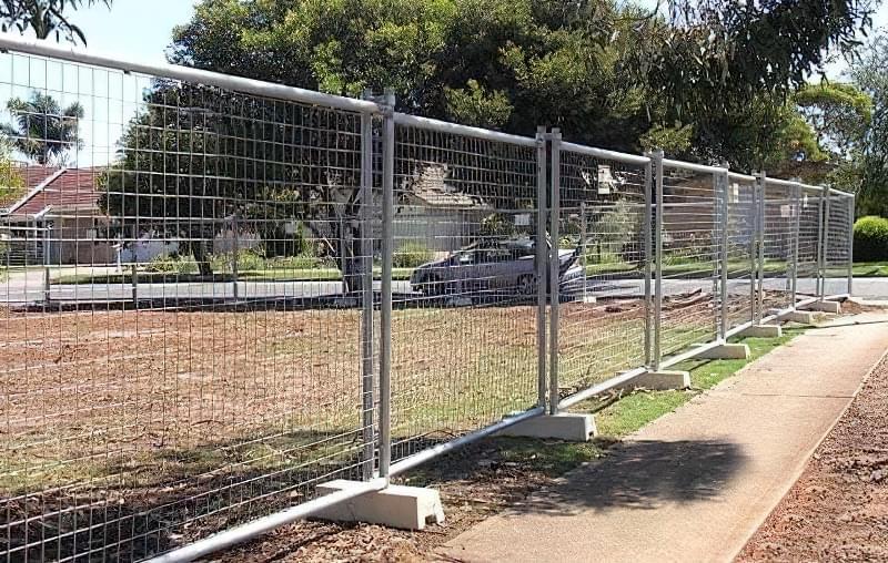 З чого зробити тимчасовий паркан-огорожу на період будівництва? 9