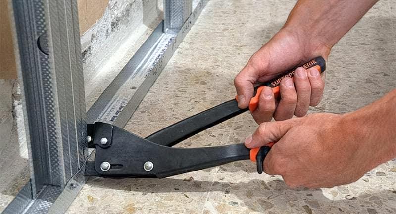 Які інструменти застосовуються для роботи з гіпсокартоном і профілями 14