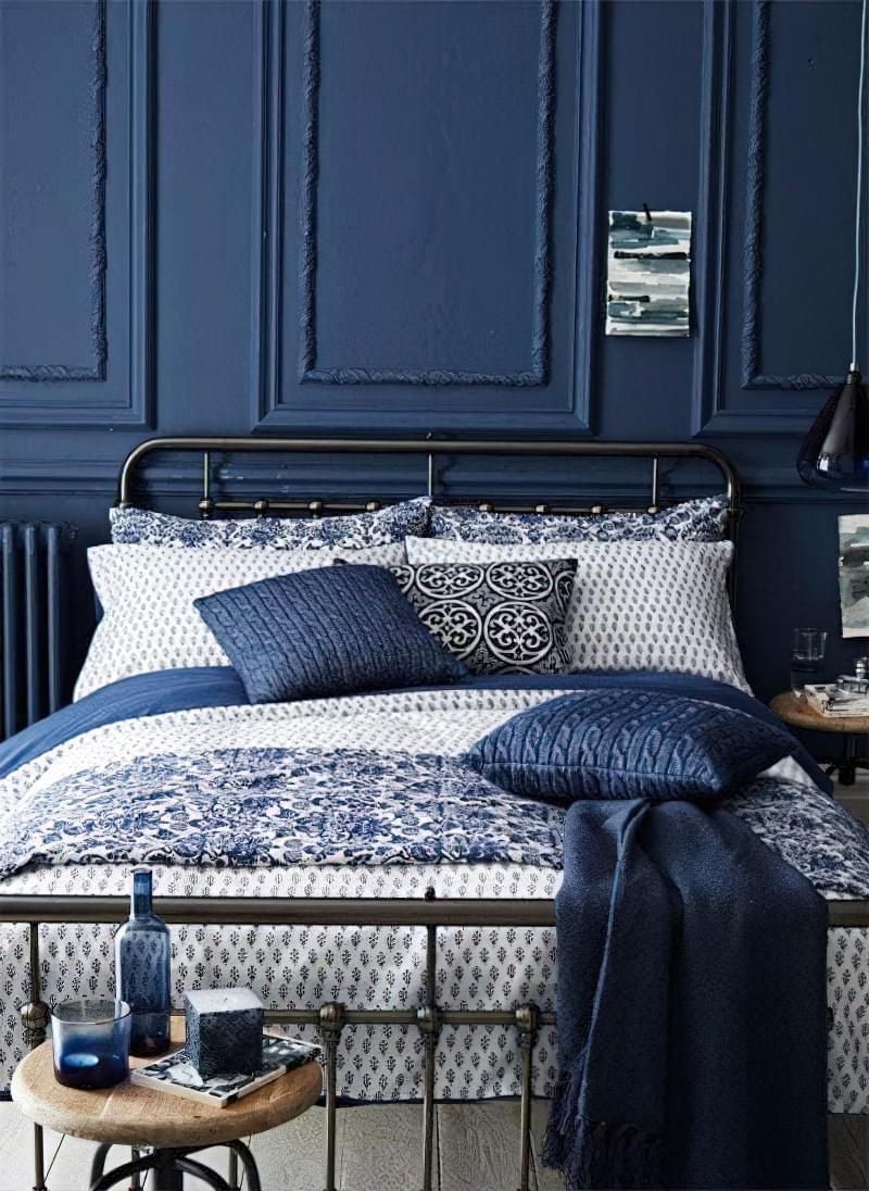 Синій колір в інтер'єрі спальні - відтінки захоплюючі дух 20