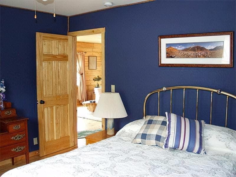 Синій колір в інтер'єрі спальні - відтінки захоплюючі дух 23
