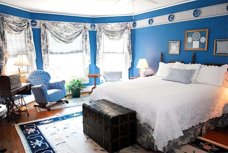 Синій колір в інтер'єрі спальні - відтінки захоплюючі дух 10