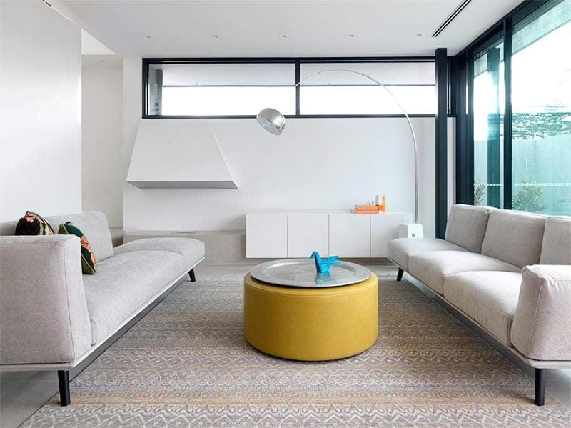 Вітальня в стилі мінімалізм – правила оформлення та ідеї для приголомшливого зовнішнього вигляду 22