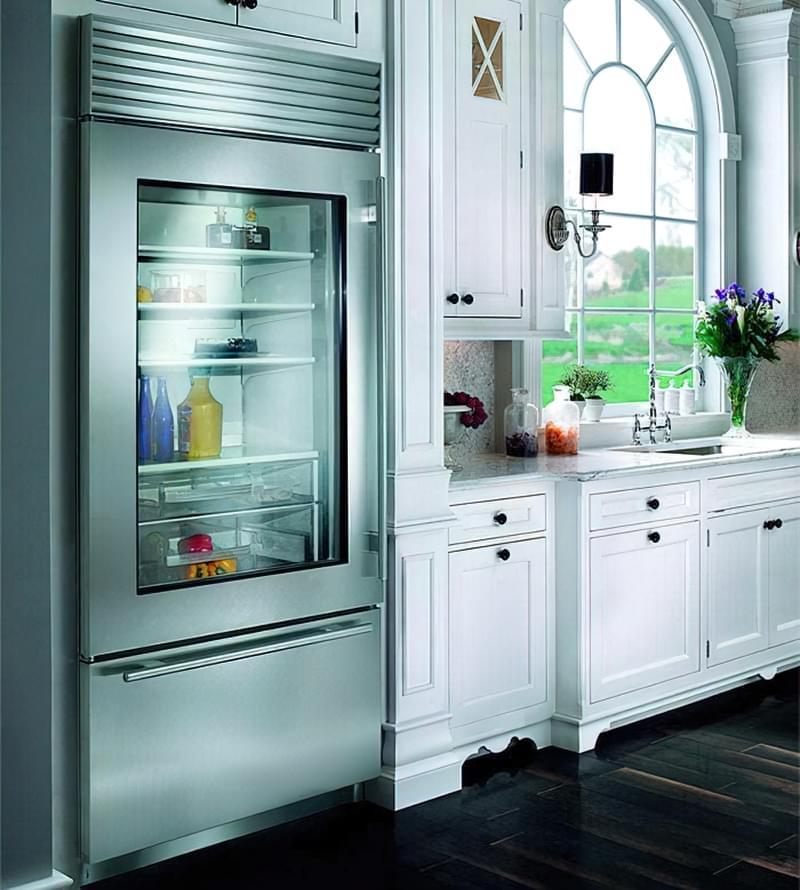 Холодильник з прозорими дверима