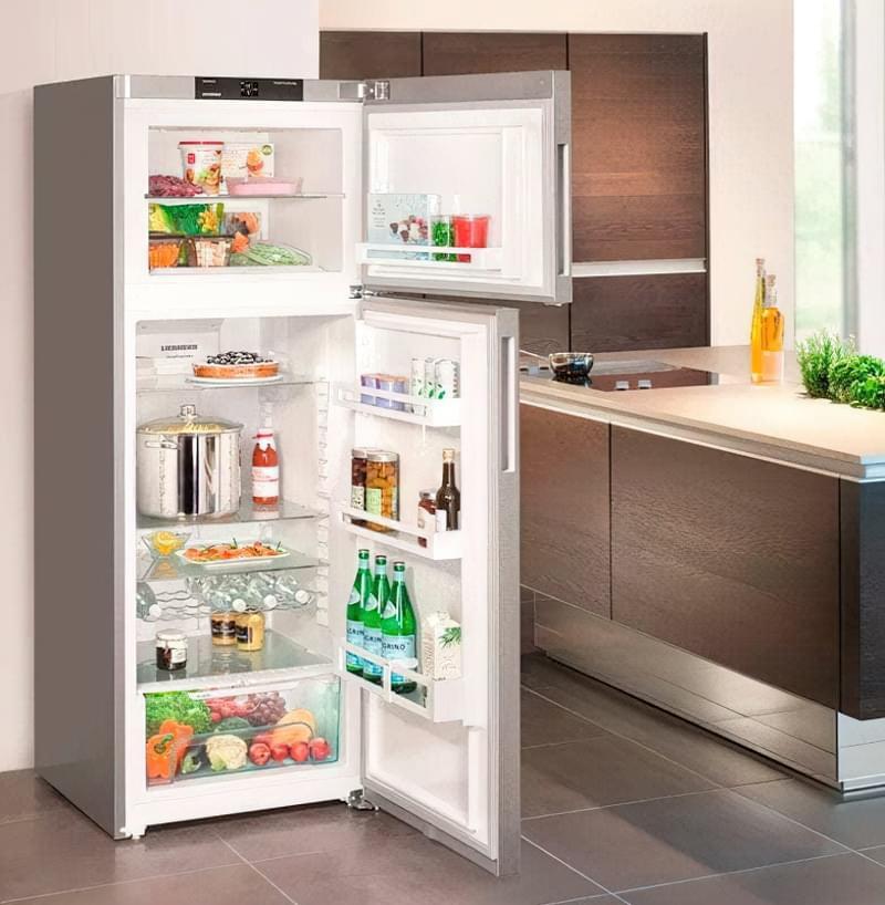 Холодильник з морозильною камерою у верхній частині