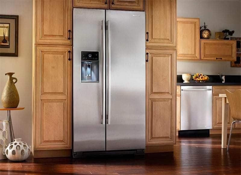 Частково вбудований холодильник
