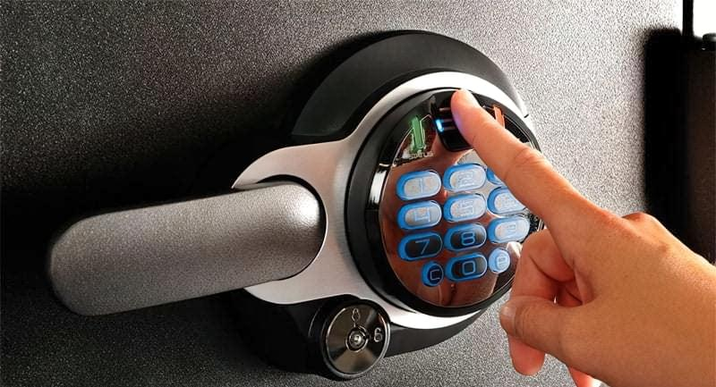 Біометричний замок для сейфа