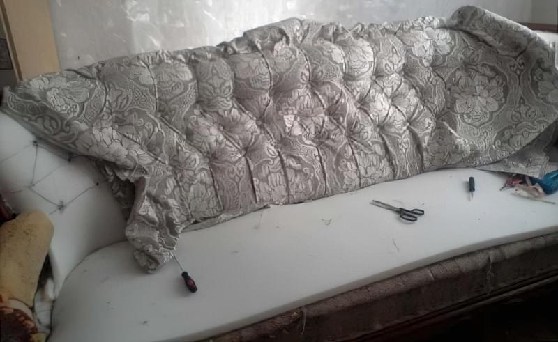 Як виконати перетяжку дивана своїми руками 7