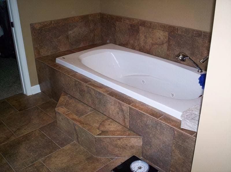Як зробити підлогу під ванною своїми руками 3