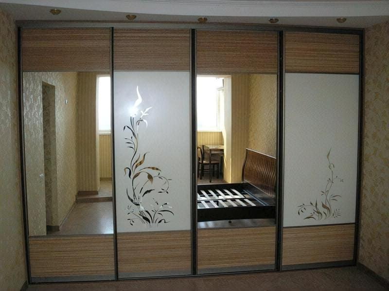 Дзеркальні двері шафи купе фото