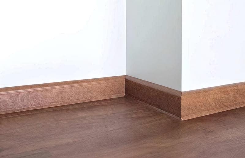 Плінтус для підлоги фото