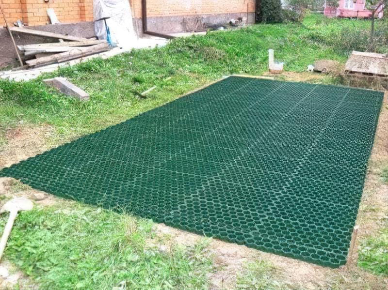 Укладання газонної решітки на ділянці 3