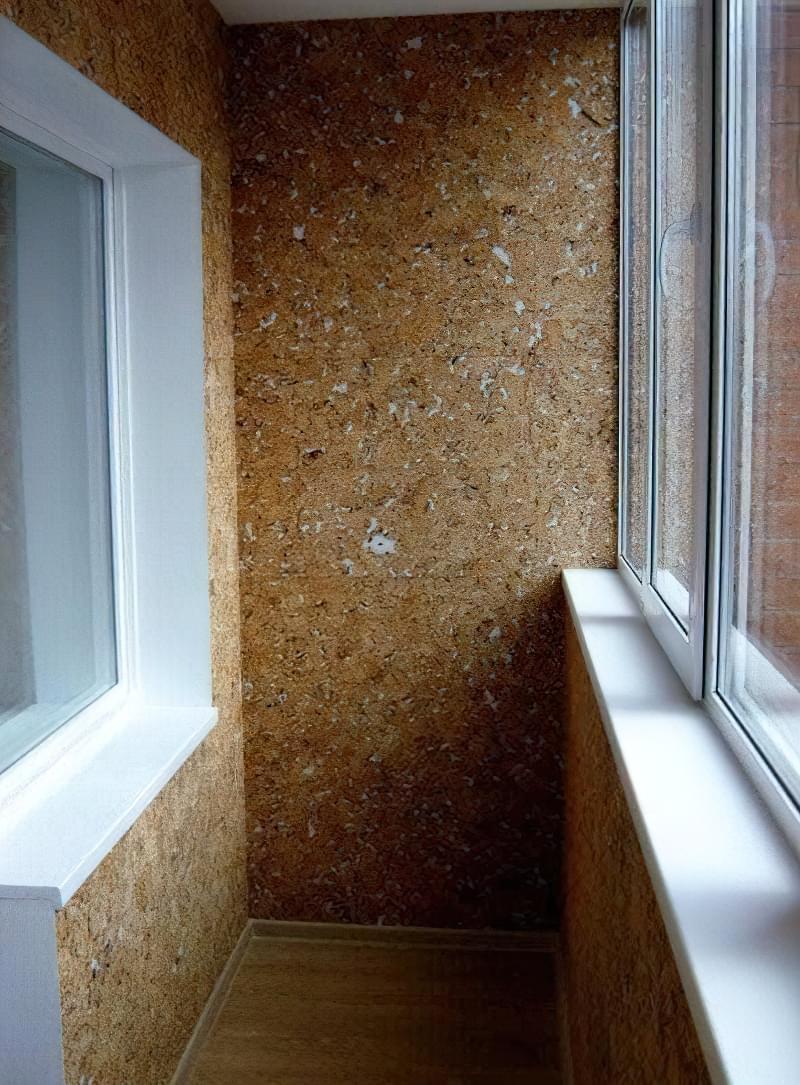 Чим обробити стіни на балконі фото