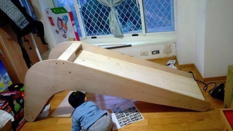 Домашня гірка для дітей своїми руками з дерева 4
