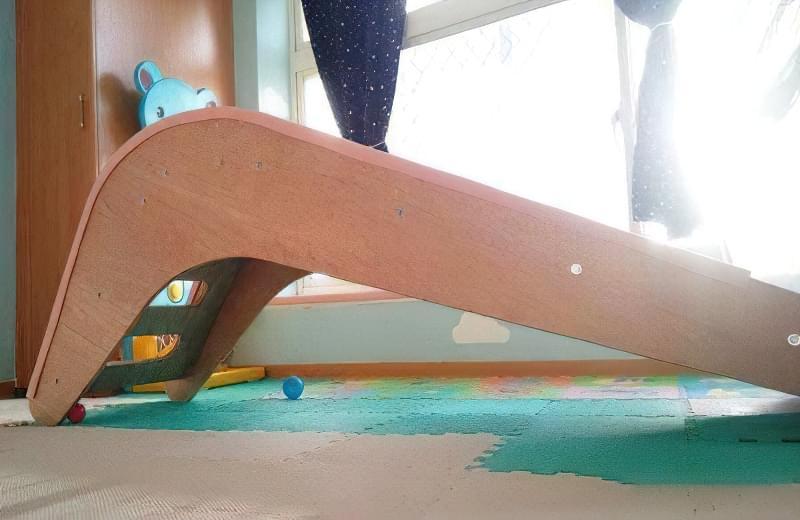 Домашня гірка для дітей своїми руками з дерева 6