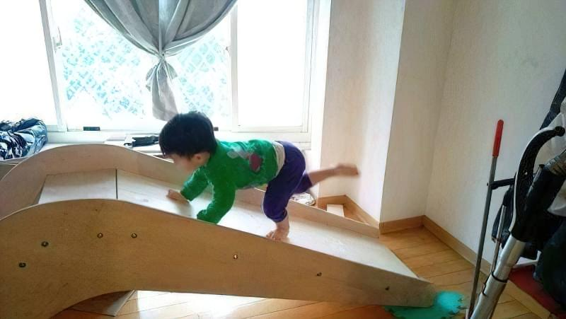 Домашня гірка для дітей своїми руками з дерева 7