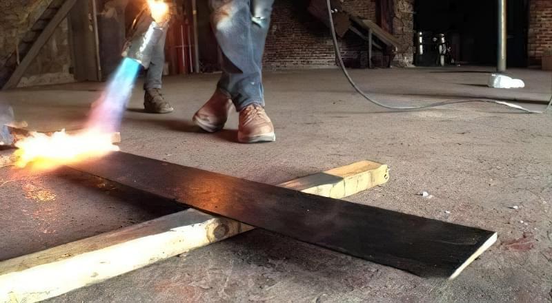 Обробка деревини відкритим полум'ям