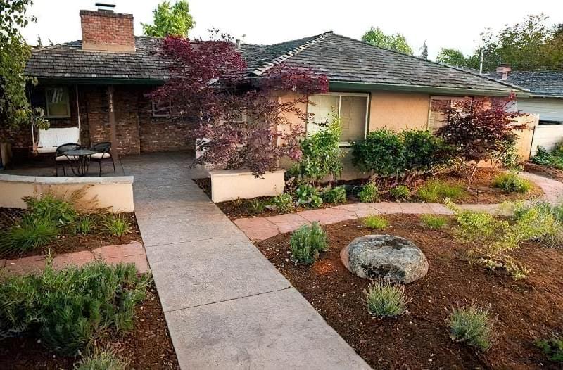 Бетонування двору приватного будинку і доріжок в саду: методи та матеріали 11