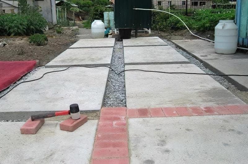 Бетонування двору приватного будинку і доріжок в саду: методи та матеріали 19