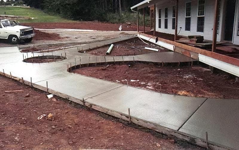Бетонування двору приватного будинку і доріжок в саду: методи та матеріали 5