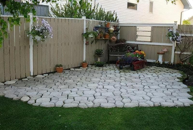 Бетонування двору приватного будинку і доріжок в саду: методи та матеріали 9