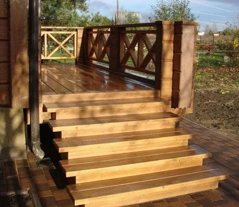 Як спорудити сходи на веранду: покрокове керівництво і фото готових конструкцій 1