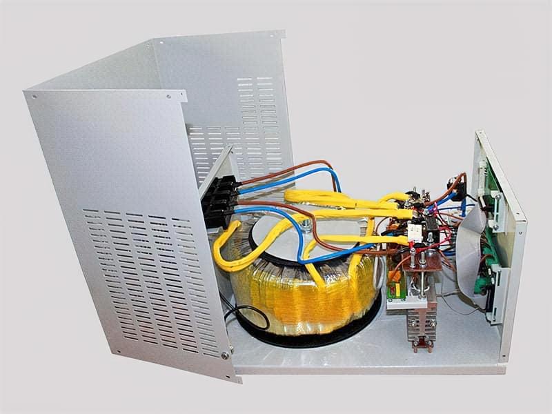 Електронний стабілізатор напруги
