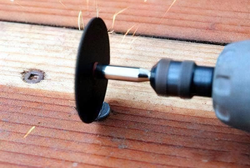 Як викрутити зірваний гвинт або шуруп 1