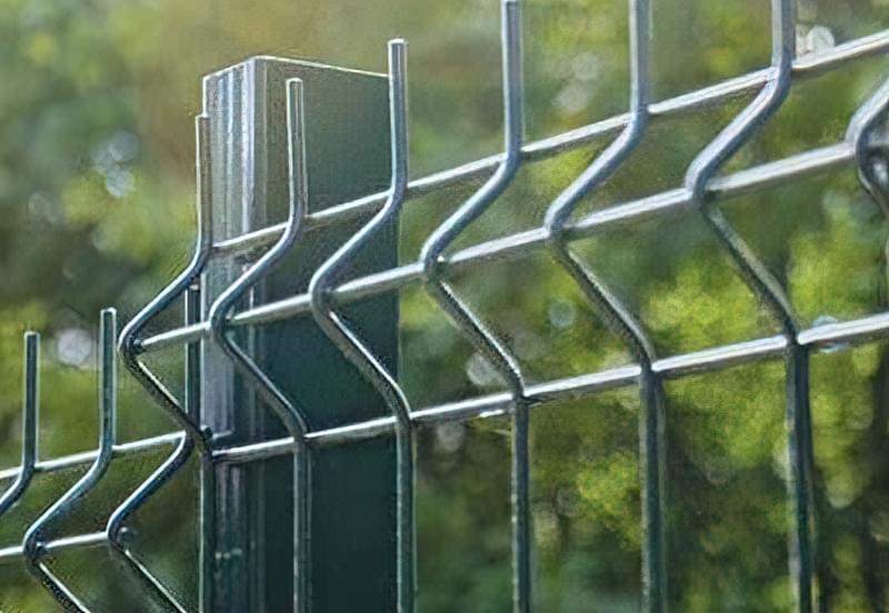 Огородження з металу: види, особливості та переваги