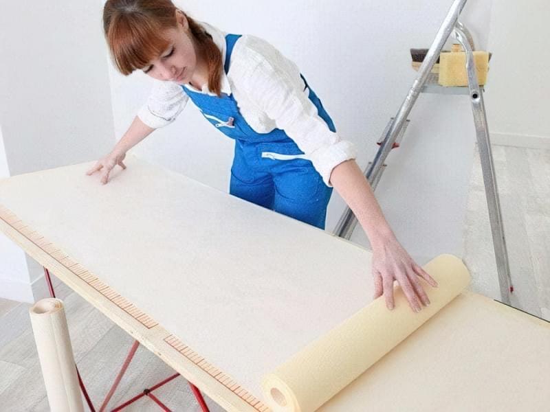Як клеїти шпалери під фарбування: особливості вибору, підготовка, покрокова технологія процесу (фото) 6