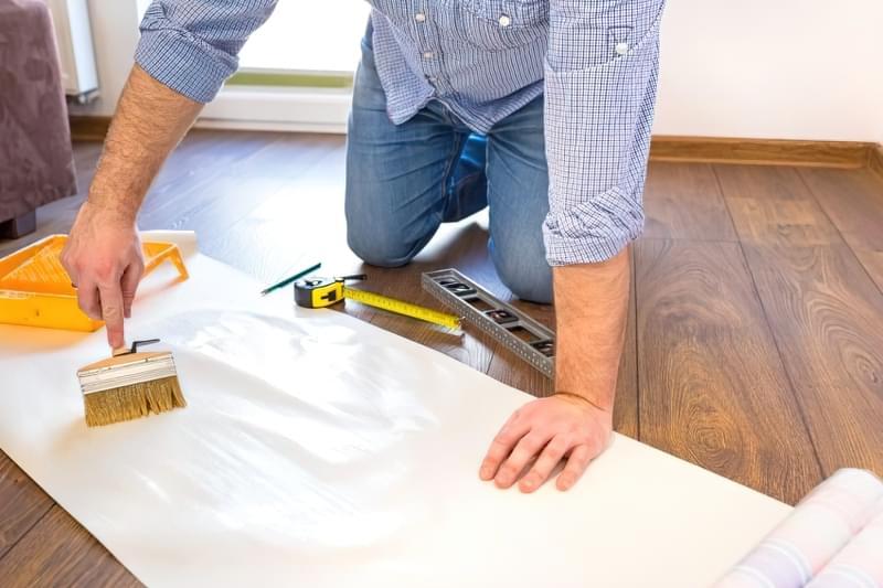 Як клеїти шпалери під фарбування: особливості вибору, підготовка, покрокова технологія процесу (фото) 9