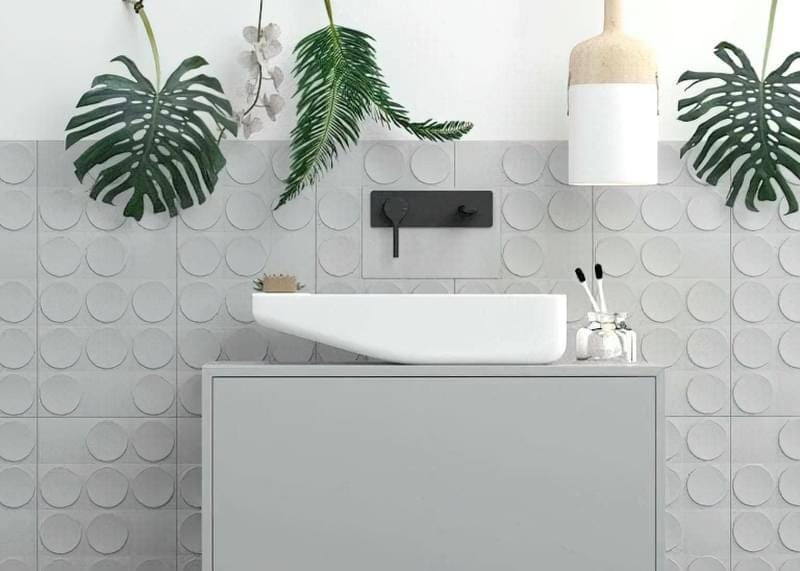 Цікавий дизайн плитки для ванної кімнати в сірих тонах