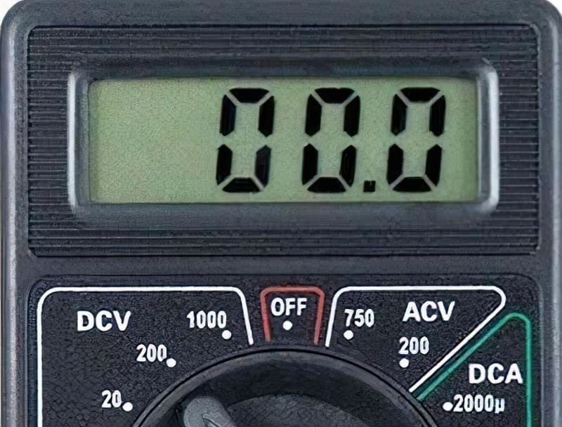 Як виміряти напругу мультиметром DT 838