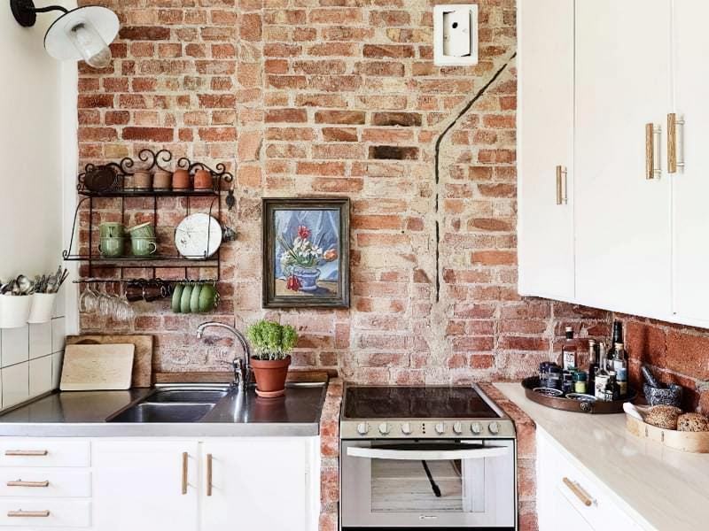 Цегляна стіна в інтер'єрі кухні фото