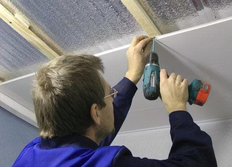 Як зробити стелю з пластикових панелей у ванній і на кухні? 11