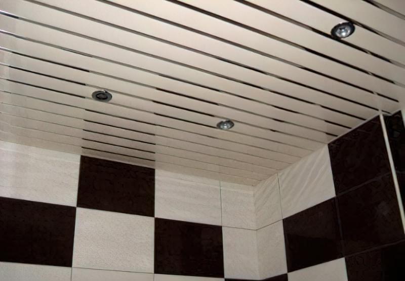 Як зробити стелю з пластикових панелей у ванній і на кухні? 1