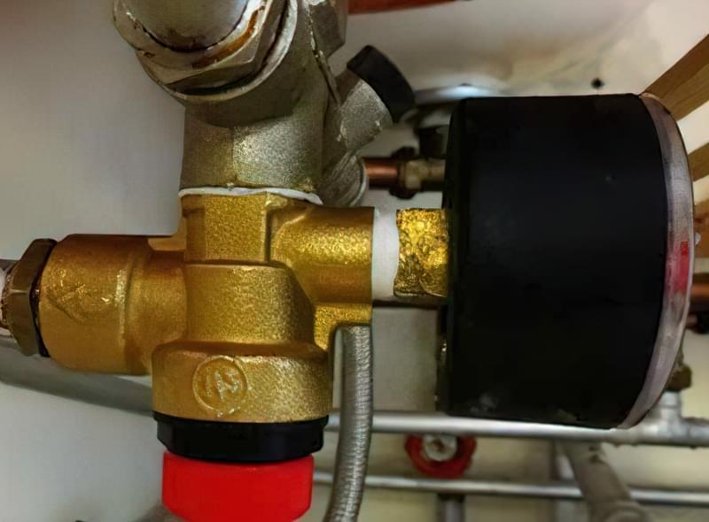 Що робити, якщо падає тиск в системі опалення