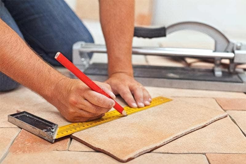 Як вибрати майстра з укладання плитки 1