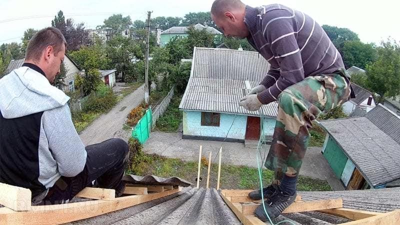 Як демонтувати старий шифер з покрівлі 5