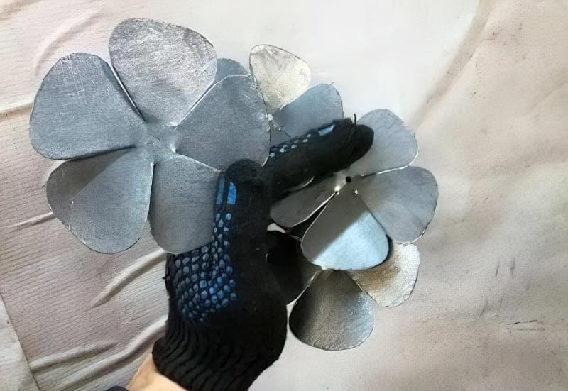 Як зробити троянду з металу своїми руками 1
