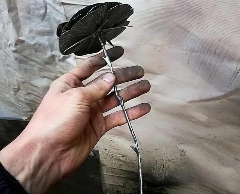 Як зробити троянду з металу своїми руками 3